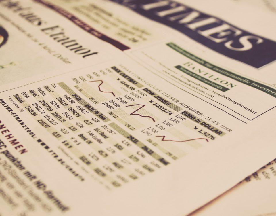 Zeitung mit Aktienberichten